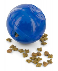 Size-adjustable holes in a plastic ball allow you to use different types of food and kibble size